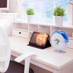 Настроение домочадцев, их здоровье и общее состояние зависит от микроклимата дома, который и обеспечивает увлажнитель воздуха для дома