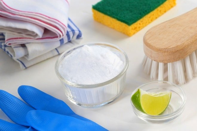 Столовая соль идеально подходит для чистки кухонной вытяжки