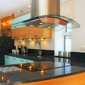 Кухонная вытяжка в минималистическом стиле
