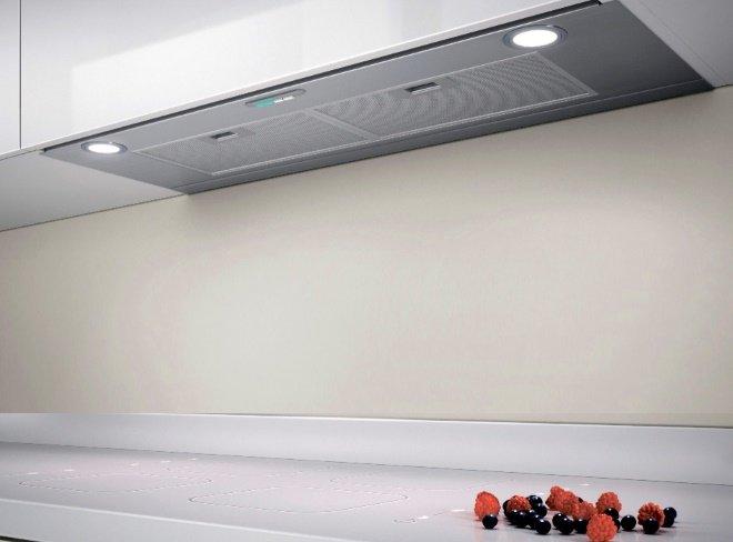 Встроенная вытяжка в подвесном шкафу