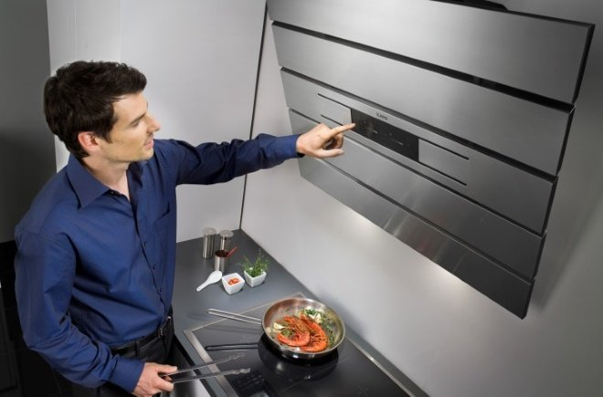 Кухонная вытяжка с сенсорной панелью управления