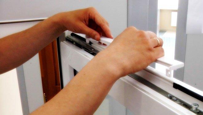 Для монтажа приточного оконного клапана достаточно заменить стандартный уплотнитель
