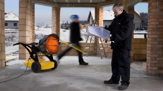 профессиональный осушитель воздуха на строительной площадке