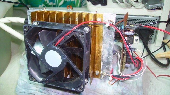 Вентилятора с компьютера достаточно для обслуживания бытового осушителя