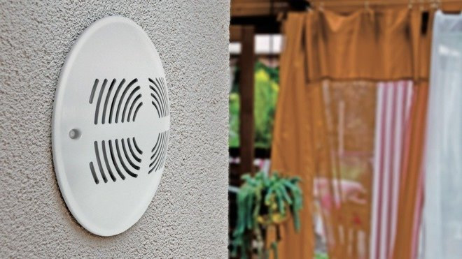 Приточный клапан в стене гарантирует эффективный воздухообмен