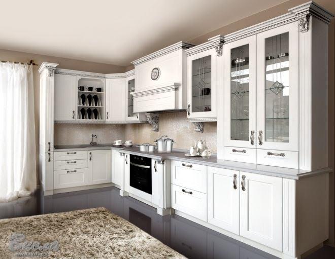 Кухонная вытяжка углового типа